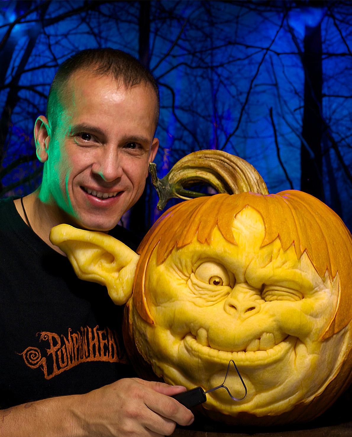 Kürbiskünstler Ray Villafane Studios USA Künstler Halloween Kürbis Skulpturen Werkzeuge mit triangle