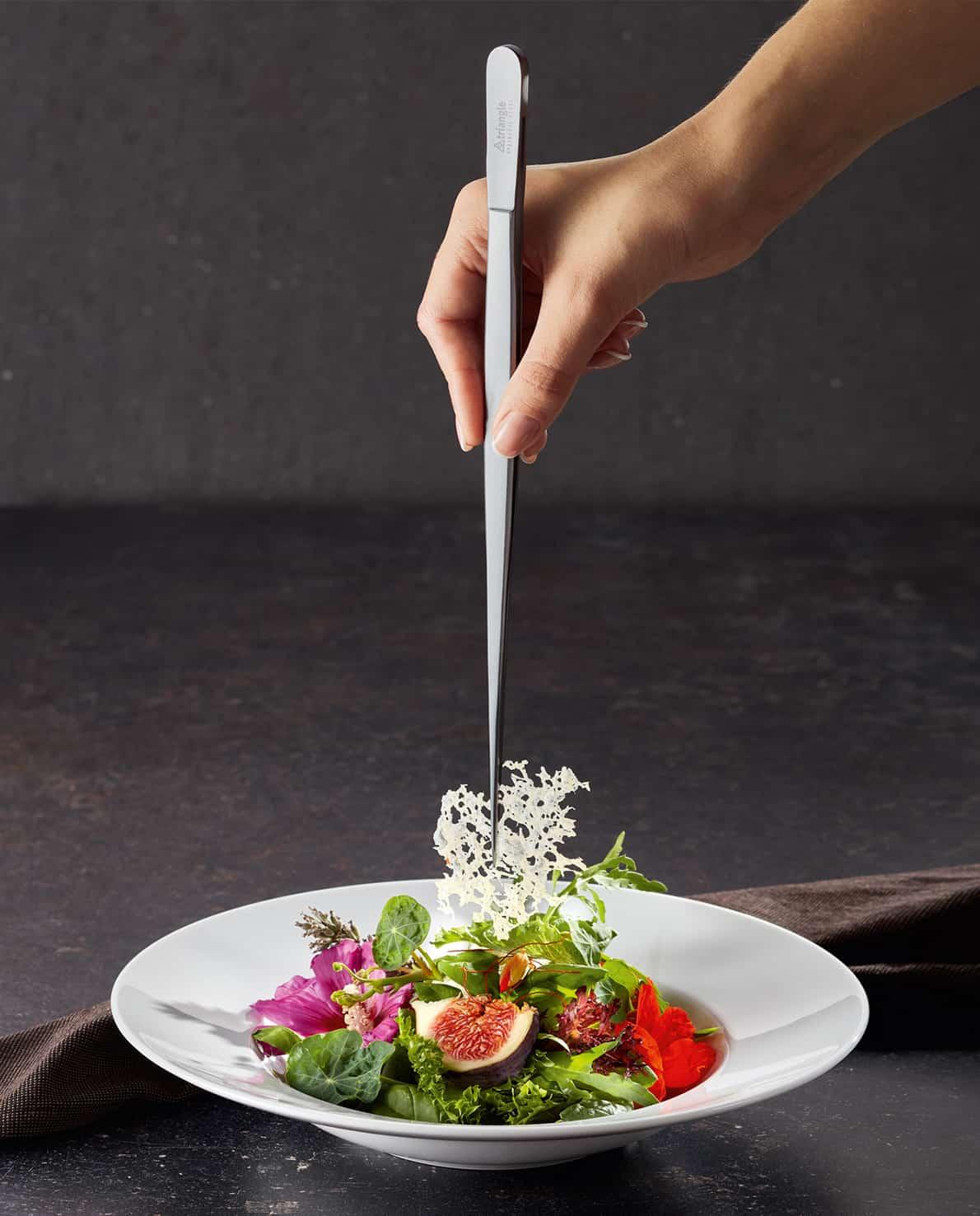 Sterneküche Anrichten mit der Präzisionspinzette von triangle Kochpinzette Küchenpinzette gourmet